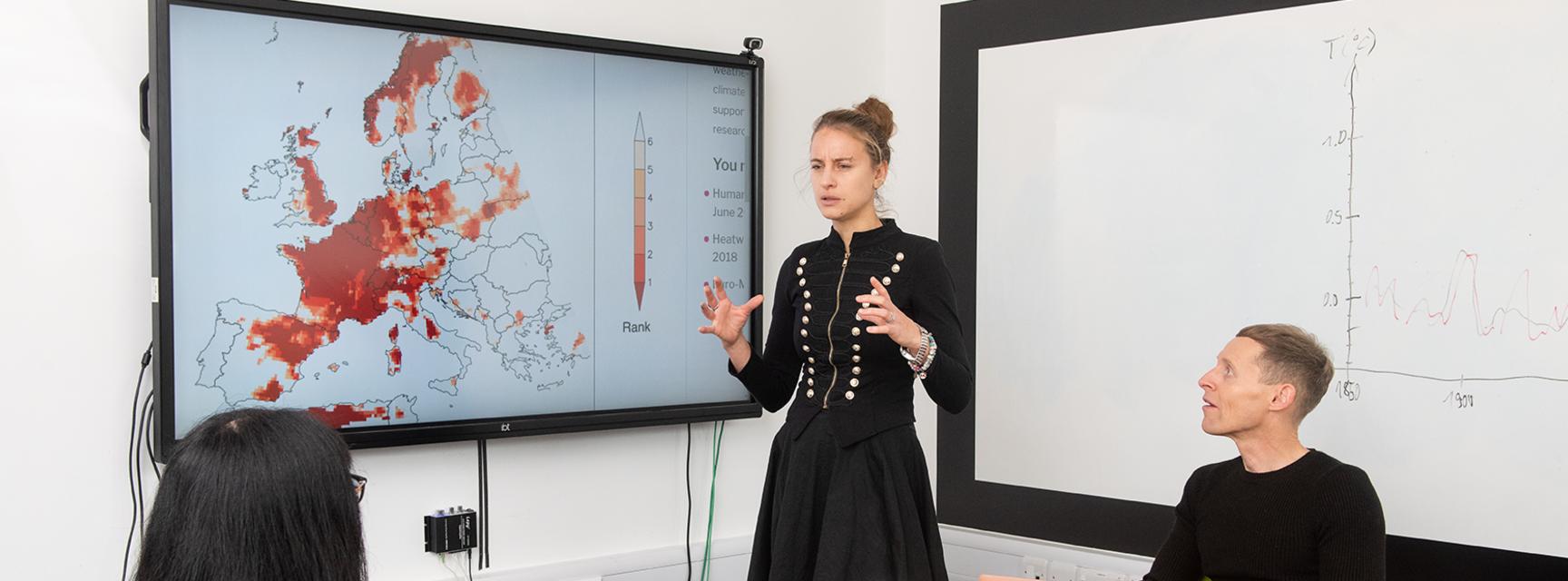 Friederike Otto teaching